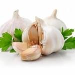 Aglio crudo, un rimedio naturale per prevenire il cancro ai polmoni