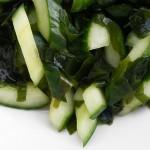 Insalata di alghe wakame e cetrioli
