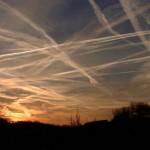 Scie, metalli, filamenti, piogge: stanno irrorando il cielo